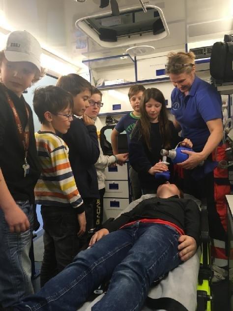 Děti školní družiny na návštěvě Zdravotnické záchranné služby